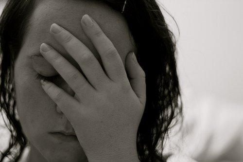 mulher com dor na amamentação