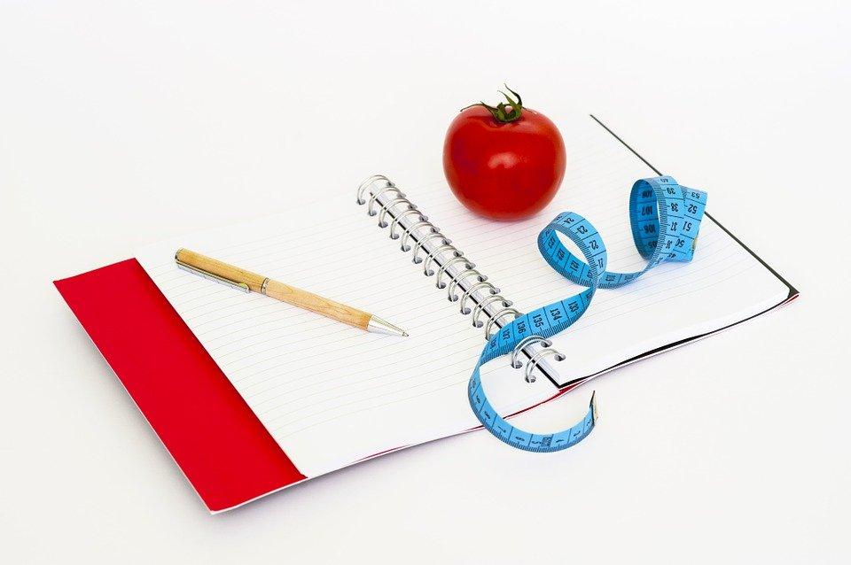 caderneta-fita-métrica-e-alimentação-saudável-para -controlar-diabesidade