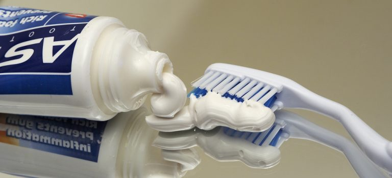 Flúor: o Polemico Elemento Presente na Água e Cremes Dentais
